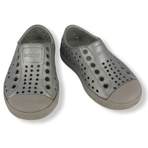 Native Infant Gray/White Water Shoes size C5